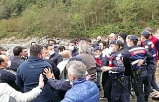 AKP'li Kuzuoğlu, adamlarını halka saldırttı