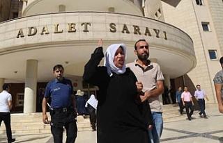 Emine Şenyaşar: Ailemi öldürenler bir kişi miydi?