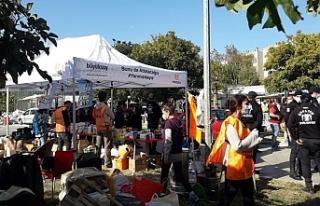 İzmir'de Depremzedelere yardım götüren 9...