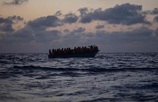 Libya açıklarında mülteci gemisi battı: 74 ölü
