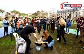 Boğaziçi Üniversitesi öğrencileri rektörlüğün...