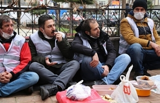 Direnişteki 14 işçi gözaltına alındı