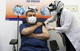 Koca, siyasi parti genel başkanlarını aşı olmaya...