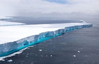 Antartika'da 1270 kilometrekarelik buz kütlesi...