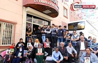 HDP önünde oturması için 5 bin TL teklif edildi