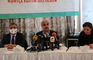 Kürtçe için imza kampanyası: Ülke dil mezarlığına...