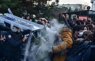 Kayyım rektör protestolarında 563 öğrenci gözaltına...