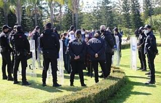Polis ablukasında 'Kadınlar için Adalet'...