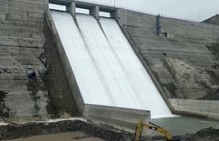 Baraj duvarları çatladı: 4 bin insanın yaşamı...
