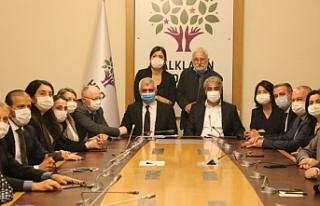 HDP Eş Genel Başkanları: Kapatma davası demokrasiye...