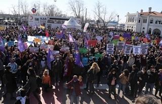 Kadınlar polis engellerini aşarak İstanbul Sözleşmesini...