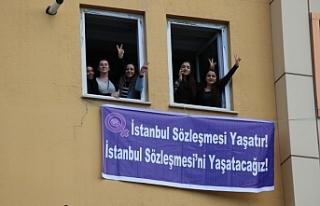 Van'da İstanbul Sözleşmesi kararına pankartlı...