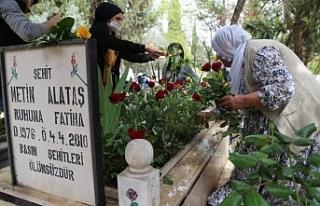 Gazeteci Alataş mezarı başında anıldı