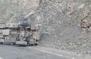 Hakkari'de zırhlı araç devrildi: 3 asker yaralandı