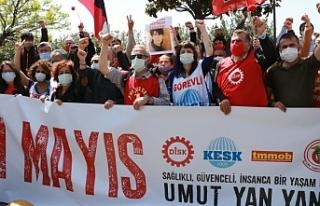 Kadıköy'de yüzlerce kişi 1 Mayıs'ı kutladı