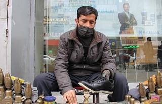 Van'da ayakkabı boyacısı: Kapanma döneminde...