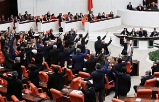 'AKP milletvekilleri önergelere ret vererek,...