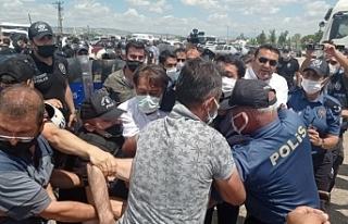 Adalet Nöbetine polis saldırısı: Çok sayıda...