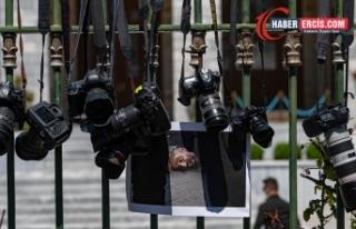 DFG: Gazeteciler nefessiz bırakılmaya çalışılıyor
