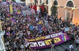 Kadınlar İstiklal Caddesi'nde yürüdü: Bizim...