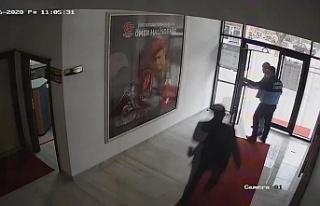 AKP'li başkanı belediyede bir yurttaşı dövdü,...