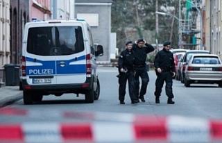 Almanya'da dernek ve Kürtlere ait evlere polis...