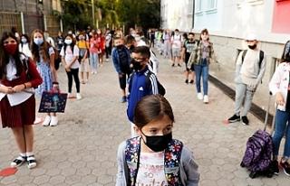 Okullar açılıyor: Sınıflar kalabalık, herkes...