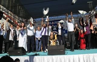 Van'da barış güvercinleri uçuruldu: Tek çözüm...