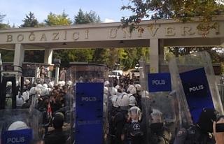 Boğaziçi öğrencileri tutuklamalara karşı direnişte