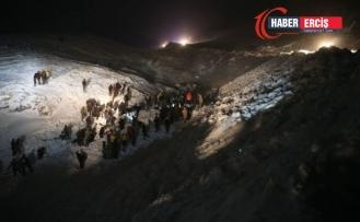 Bahçesaray'da Çığ altında kalan minibüse ulaşıldı:5 kişi kurtarıldı