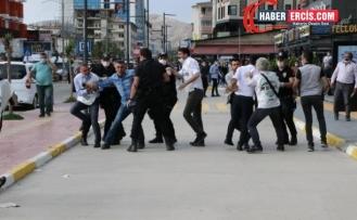 Van'da bin 500 gündür yasak sürüyor: AKP yasaklara takılmıyor