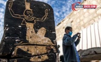 Ölüler Kitabı Parşömeni ve Mısır Kraliçesinin Mezarı Bulundu