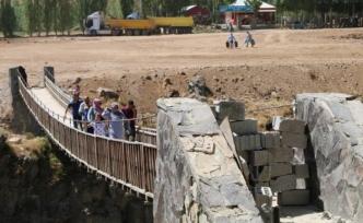 HDP'li Özgökçe :Muradiye Şelalesindeki özelleştirmeyi sordu