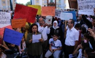 Van'da Değerkent sakinlerinden Şekerbank isyanı