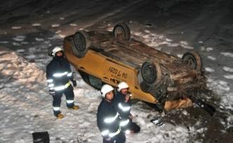 Van'dan Erciş istikametine ilerleyen araç kaza yaptı: 2 Yaralı