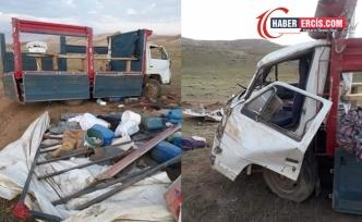 Gürpınar'da berivanları taşıyan araç kaza yaptı: 2 kişi yaşamını yitirdi
