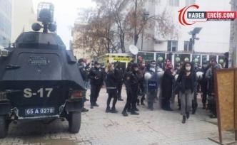 Van'da Kadınların yürüyüşüne polis engeli
