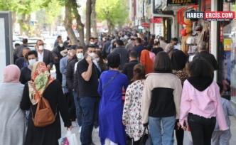 Van'da Tam Kapanma öncesi caddeler dolup taştı