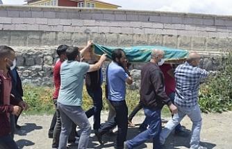 Ağrı'da Sele kapılarak hayatını kaybeden çocuk defnedildi