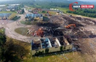 Havai fişek fabrikasında enkaz kaldırılıyor: 3 kişiye ulaşılmadı