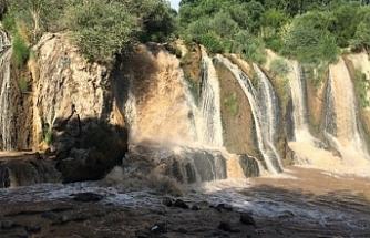 Muradiye Şelalesi çamurla karışık akıyor