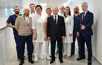 Putin, koronavirüs aşısının tescil edildiğini ve kızına aşı yapıldığını duyurdu
