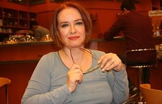 Müjde Ar ödülünü tutuklu gazeteciler ve Kavala'ya ithaf etti