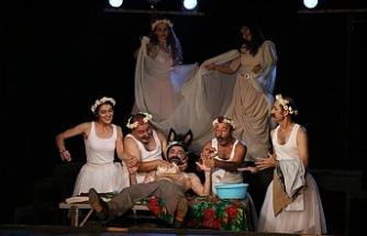 Amed Şehir Tiyatrosu perdeyi 'Hema Hema Jin Elizabeth' oyunuyla açtı