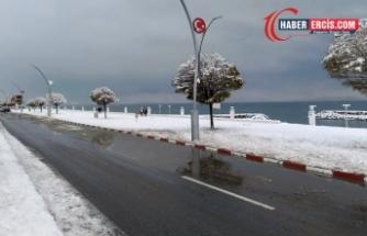 Serhat bölgesinde yoğun kar yağışı: 821 yerleşim yerinin yolu kapandı