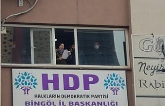 Polis izin vermeyince açıklamayı pencereden yaptılar