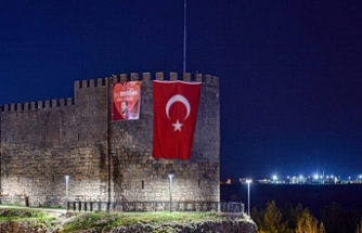 ABD'deki Erdoğan pankartına karşılık kayyumdan Kürtçe pankartlı yanıt