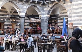 Diyarbakır esnafı: 'Normalleşme' bir yıllık enkazı kaldıramaz