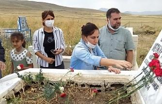 Van'da Gazeteci Deniz Fırat mezarı başında anıldı
