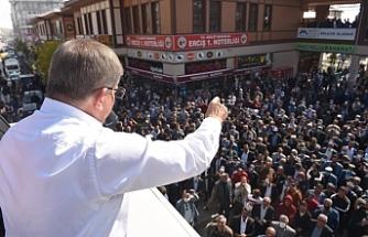 Ahmet Davutoğlu Erciş'te yurttaşlarla bir araya geldi
